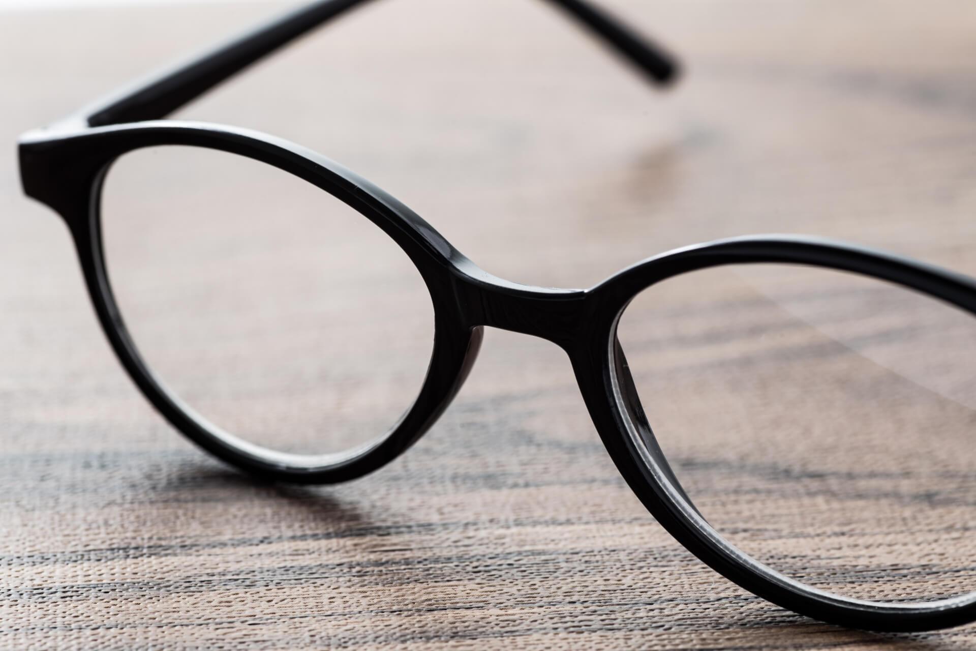 メガネのフィッティングを自分で行う際の注意点